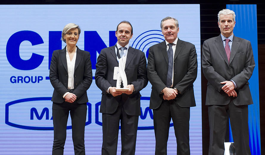 Gabriele Perris Magnetto, CEO of the Group, receives the EMEA Annual Supplier Award from Alfredo Altavilla, Chief Operating Officer EMEA and Business Development, Monica Genovese, Head of EMEA Group Purchasing, and Marco Dalla Vedova, Head of Body & Raw Materials Purchasing.