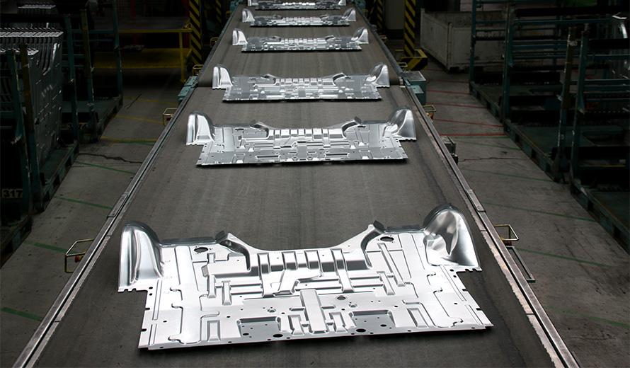 Linee di stampaggio e assemblaggio nel sito di Chivasso